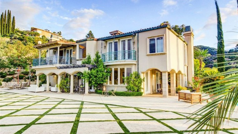 Have you ever wanted to live one of the stars on the hit ABC series The Bachelorette? Now's your chance. A home in Encino, California has been listed on the market for $5.5 million and aside from the impressive architecture and style of the home that makes it so attractive, it also comes with an added bonus. It was featured on The Bachelorette.