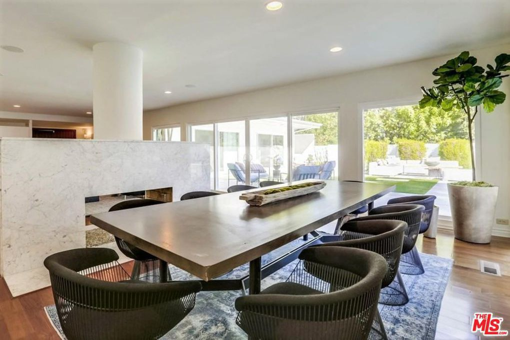 Deon cole dining room